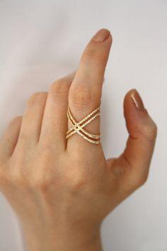 Hey, diesen tollen Etsy-Artikel fand ich bei https://www.etsy.com/de/listing/223500662/gold-x-ring-with-cz-stones-engagement