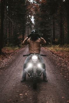 It's a Man's World - Cafe Racer - Motos Inazuma Cafe Racer, Cafe Racer Bikes, Cafe Racer Motorcycle, Motorcycle Helmets, Cafe Racers, Women Motorcycle, Motorcycle Quotes, Motorcycle Leather, Motorcycle Style