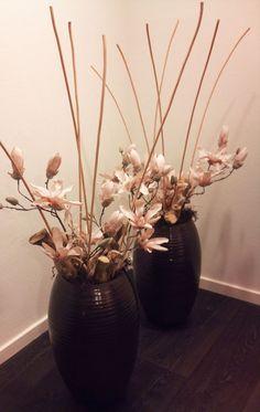 Gemaakt voor M., ze wilde graag Magnolia's opgemaakt in haar potten voor in de vensterbank. *kunstbloemen, zijden bloemen*