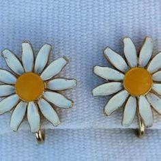 Daisy Flower Clip Earrings