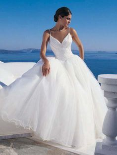 Wedding dress pic | Wedding Dresses Pics | I always had a soft spot for flowy, summery dresses. Maybe Mrs. Right will too!