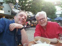 ...mit Freunden(Karsten Spitzer links, Jürgen Siehr rechts) am Wettbachplatz Sommerabend