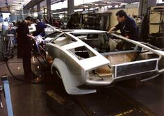 Countach production was mostly a hand made affair. Classic European Cars, Classic Cars, Gt Cars, Automotive Design, Sport Cars, Exotic Cars, Concept Cars, Cars And Motorcycles, Lamborghini Factory
