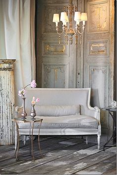 Inredning i Fransk Lantstil och Shabby Chic. Interior decorations in French Countrystyle and Shabby Chic French Decor, French Country Decorating, French Country Furniture, Home Theaters, Interior And Exterior, Interior Design, Interior Doors, Stylish Interior, Contemporary Interior