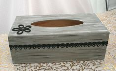 cette boite a mouchoir a fini direct sur la table de mon salon Tissue Box Covers, Tissue Boxes, Tissue Holders, Creation Deco, Covered Boxes, Decoration, Wedding Accessories, Decoupage, Passion