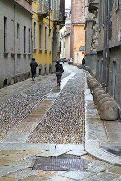 if only US streets were more like European ones (ah, Milan)