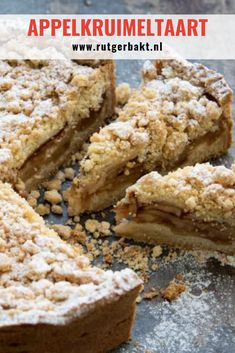 This is the tastiest recipe for an apple crumble pie! What makes this apple pie so special? The contrast between the soft apple filling and the crispy crumbs is unbelievably tasty! Rudolph's Bakery, Apple Crumble Pie, Snack Recipes, Snacks, Dutch Recipes, Good Foods To Eat, Cookie Desserts, Cake Cookies, Sweet Treats