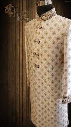 New vintage wedding suit for men menswear Ideas wedding menswear Sherwani For Men Wedding, Wedding Dresses Men Indian, Wedding Outfits For Groom, Groom Wedding Dress, Sherwani Groom, Mens Sherwani, Indian Groom Dress, Vintage Wedding Suits, Mens Ethnic Wear