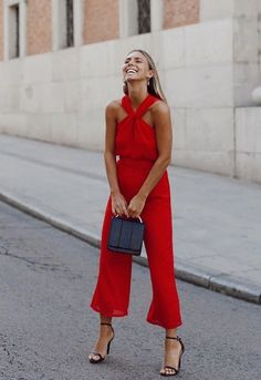 a red jumpsuit with cropped pants, black shoes, a black bag and statement earrings Mode Outfits, Night Outfits, Summer Outfits, Summer Wedding Outfits, Look Fashion, Womens Fashion, Fashion Trends, Fashion Moda, Red Fashion Outfits