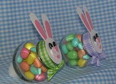 Bunny baskets using those little spice jars from IKEA. Also doing this! Easter Candy, Easter Treats, Hoppy Easter, Easter Eggs, Easter Gift Baskets, Easter Hampers, Gift Jars, Jar Gifts, Frappuccino Bottles