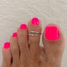 Gel Toe Nails, Pink Toe Nails, Pretty Toe Nails, Gel Toes, Toe Nail Color, Cute Toe Nails, Pink Toes, Shiny Nails, Pedicure Nails