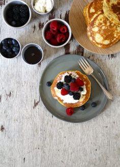Ost og skinke vafler - Mat På Bordet Ricotta, Nutella, Acai Bowl, Pancakes, Food Photography, Oatmeal, Food And Drink, Pudding, Snacks