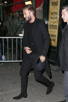 All Black -David Beckham All Black Dresses, Nice Dresses, Streetwear, Mens Fashion Blog, Men's Fashion, Best Husband, David Beckham, Bearded Men, Chic