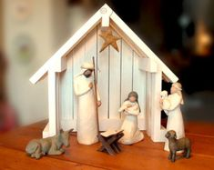 ~~~~~~ DESCRIPTION ~~~~~~~ Handmade creche in reclaimed barn wood - our slant roof version is asymmetrical for added uniqueness! The perfect way to display your Willow Tree or other nativity collectibles!* Crafted with wood from an old Oregon barn. A wonderful rustic piece, perfect for setting off your nativity figurines. Hanging star is included (depending on availability) but may vary in style. ~~~~~~ DIMENSIONS ~~~~~~~ Approximate dimensions: 7.5 (d) x 20 (w) x 16 (h)   ~~~~~~~~~ LIGHTS…