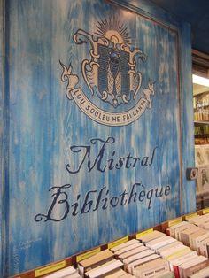 Muurschildering boekhandel in L'Isle sur La Sorgue (Provence/France)