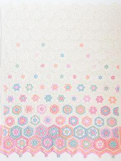 Ravelry: Hexagon baby deken (NL) pattern by Jip by Jan Crochet Quilt, Crochet Chart, Crochet Granny, Baby Blanket Crochet, Crochet Baby, Crochet Borders, Crochet Stitches Patterns, Crochet Squares, Crochet Gifts