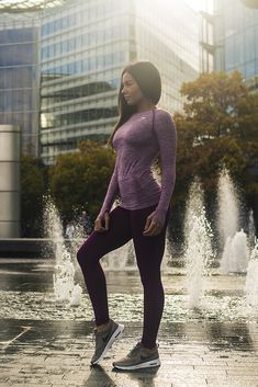 Power Pose Amanda Finnie styling the Sculpture Leggings with the Seamless Long Sleeve in Plum