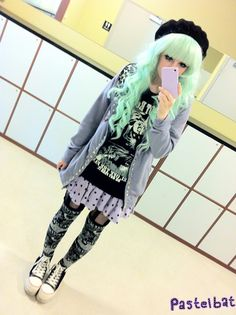 Typical pastel look, something I hope to get the hang of. -- (Not mine) Pastel Goth Outfits, Pastel Goth Fashion, Kawaii Fashion, Grunge Fashion, Cute Fashion, Gothic Fashion, Grunge Goth, Pastel Grunge, Nu Goth