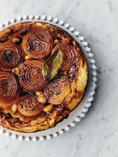 Jamie Oliver s Sticky Onion Tart Recipe Jamie s Meat-free Meals Channel 4 Jamie Oliver, Vegetable Dishes, Vegetable Recipes, Vegetarian Recipes, Vegetarian Tart, Vegetable Tart, Vegetarian Xmas Starters, Quiches, Tart Recipes