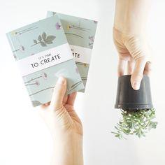 ¡Un kit para regalar a alguien especial o para regalartelo a ti mismo! Para los amantes de tener un escritorio bonito y organizado y por su puesto, lleno de verde 🌿 Kit escritorio Edición Limitada Amor y Amistad [libreta + borrador + cartuchera + lápices + planta + empaque] @ennamercadodeideas @catalinagraphic @jabalinas 🌿 [Sólo 50 unidades disponibles] Info: 3186083503 - 3105211416 #kit #regalos #AmorYAmistad #gifts #RegalosAmorYAmistad #Illustrated #Notebooks