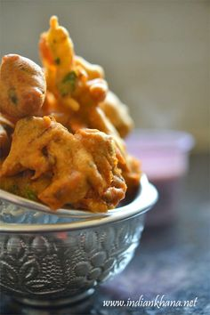 #winterspecial Spinach Onion Fritters or Palak Pyaaz ke Pakode is made with winter produce fresh spinach ..makes excellent tea time snack
