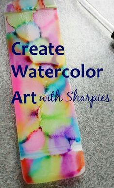 We combined Sharpies and rubbing alcohol… The result? A gorgeous gift for the kids to give for Mother's Day! rubbing alcohol and sharpies on a plastic bookmark Sharpies, Sharpie Alcohol, Sharpie Tie Dye, Alcohol Ink Crafts, Sharpie Markers, Alcohol Ink Art, Rubbing Alcohol, Sharpie T Shirts, Sharpie Projects