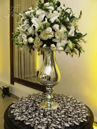 Resultado de imagem para mesa de doces casamento verde e branco