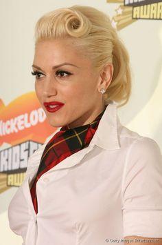 A cantora Gwen Stefani adora combinar penteados elegantes com seu estilo descolado e esportivo, e apostou na tendência para o Kid's Choice Awards 2007
