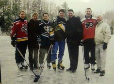 How amazing is this picture? (Bure, Gretzky, Kariya, Jagr, Lemieux, Lindros and Howe)
