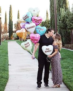 Sweetheart Candy Balloons Baby Announcement Idea #PregnancyAnnouncements