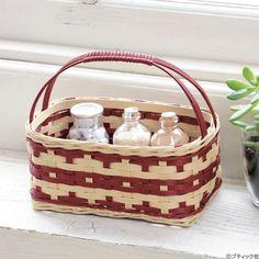 Basket Weaving Patterns, Paper Weaving, Plastic Resin, Craft Bags, Basket Bag, Ribbon Work, Basket Decoration, Crepe Paper, Paper Crafts
