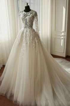 White wedding dress. Brides want to find themselves having the most suitable wedding day, but for this they require the best wedding dress, with the bridesmaid's outfits complimenting the wedding brides dress. The following are a number of suggestions on wedding dresses.