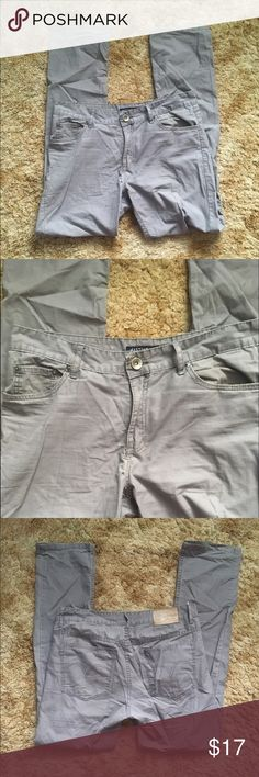 Men's Gray Pants Pre-loved. True to size. No stains or flaws 🚫No trades ✅ Price Negotiable  ✅ Bundles ▪️smoke free/pet free home 📬 Same/Next day shipping  📷 Instagram: @laurenweichmann 📱Pinterest: SantoriniGirl13 mastino Pants Chinos & Khakis