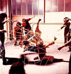 "dansuncarnavalmonochrome: "" LYGIA CLARK, Rede de elásticos, 1973 """