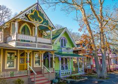 The Gingerbread Houses in Oak Bluffs, Martha's Vineyard, MA are adorable wooden houses with bright colors and whimsical decorations. White Cottage, Cozy Cottage, Cottage Living, Oak Bluffs, Little Houses, Nantucket, Victorian Homes, New England, Martha's Vineyard