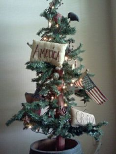 4th of July primitive tree