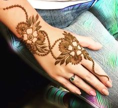 🌸Surely Allah Loves the Repenters -Quran 🌸🌸🌸🌸🌸🌸🌸🌸 For Henna Appointments in Dubai call or wh - mahiramohsin Henna Designs Arm, Mehndi Designs Front Hand, Henna Flower Designs, Khafif Mehndi Design, Latest Henna Designs, Stylish Mehndi Designs, Mehndi Design Pictures, Mehndi Designs For Girls, Wedding Mehndi Designs