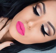 Gold with hot matte pink lips