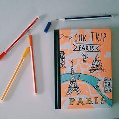 Come si chiama la malattia di quelli che sono ossessionati dalla papeterie (cancelleria)? Io ce l'ho e fortunatamente c'è gente che l'asseconda.  #parisianstyle #parislifestyle #paris #notebook #pencil #colorful #color #pen #gift #vscocam #vsco #vscogood #liveauthentic #livefolk #liveaboard #huffpostgram #minimalism #minimal #follow #like4like #traveling #travelphotography #journey