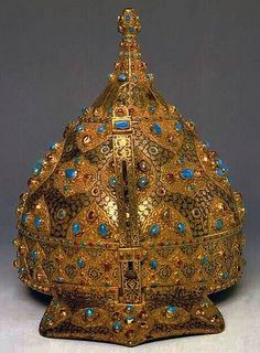 Byzantine style and Ottoman Empire jeweled and gold-inlaid steel ceremonial helmet. Originally worn in the century by cavalry of the Ottoman Empire Royal Jewels, Crown Jewels, Islamic World, Islamic Art, Empire Ottoman, Ancient Artifacts, Historical Artifacts, Tiaras And Crowns, Byzantine