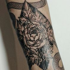 one more session with @sn0wmn   #tattoo #tatt #graphic #engraving #engravingtattoo #snake #snaketattoo #podzhigateltattoo