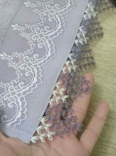 This post was discovered by Meryem ERKAN. Discover (and save!) your own Posts on Unirazi. Needle Tatting, Tatting Lace, Needle Lace, Crochet Trim, Crochet Motif, Lace Embroidery, Embroidery Stitches, Embroidery Designs, Crochet Edgings