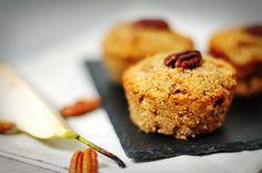 Perenmuffins met pecannoten | muffins van amandelmeel.  Glutenvrije melen (rijstmeel, amandelmeel, kokosmeel, boekweitmeel, etc) kun je ook vervangen met speltmeel of volkorenmeel. Als er in het recept nog extra 'plakkers' zitten (om het recept bij elkaar te houden vanwege het glutenvrije karakter) dan kun je die ook weglaten wanneer je speltmeel of tarwemeel gebruikt.