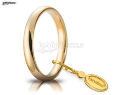 http://www.lemienozze.it/operatori-matrimonio/gioielli/anelli-per-il-matrimonio/media Fedi classiche in oro giallo.