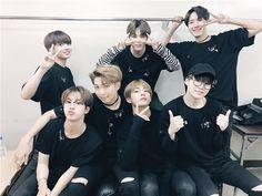 """Thành công của """"siêu phẩm mang đẳng cấp quốc tế"""" Love Yourself: Her đãgiúp nhóm khẳng định tài biến hóa khôn lường của BTS trong nền âm nhạc xứ Hàn."""