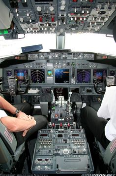 Boeing 737-838 aircraft picture