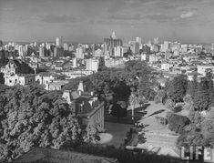 Vista dos Bairros de Higienópolis e Santa Cecília. É possível ver o palacete de Dona Veridiana e a Santa Casa de Misericórdia de São Paulo, 1947, Brasil.      Acervo da extinta revista Life.            SkyscraperCity