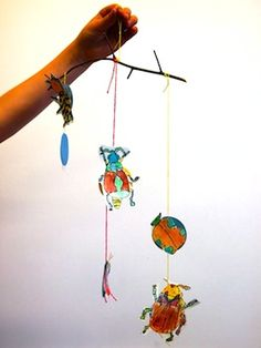 Insect mobiles - Tie in the book Summer Birds and artist Maria Merian Classroom Art Projects, Classroom Fun, Preschool Art Activities, Classroom Activities, First Grade Themes, Bug Crafts, Merian, Teacher Organization, Art Lessons Elementary