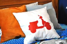 Make your own stencil from freezer paper Stencil Fabric, Stencil Diy, Stencil Painting, Stencils, Stenciled Pillows, Diy Pillows, Cushions, Throw Pillows, Projects For Kids