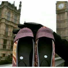 The flat shoes going to world